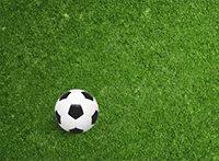 Fußball auf einem Feld