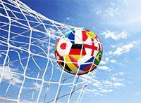 Fußball mit mehreren Flaggen