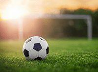 Fußball auf Fußballfeld_3