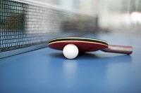 Tischtenisball und Schläger